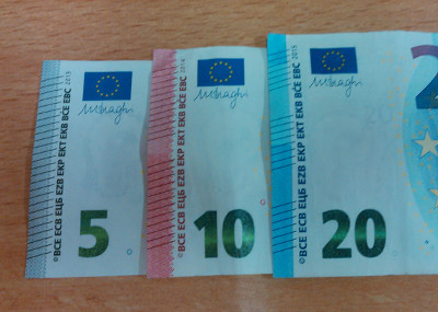 Striations of the new 5€, 10€ and 20€ banknotes